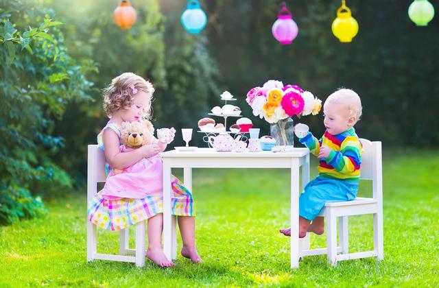 criancas-brincando-casinha